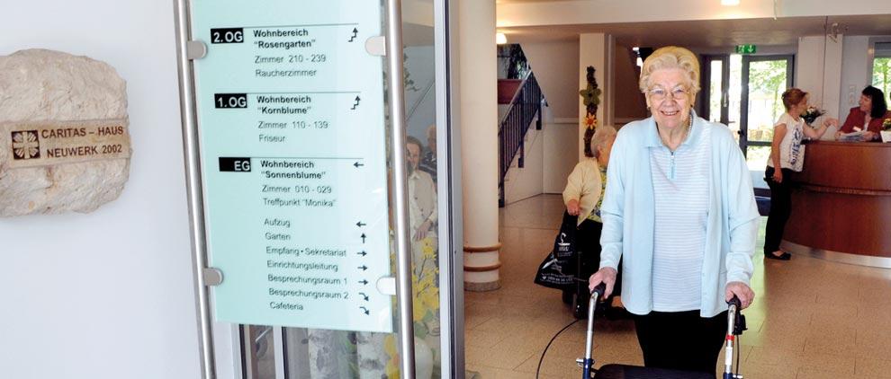 Mehr als 1.500 alte Menschen in der Region Mönchengladbach werden Tag für Tag von den Netzwerkpartnern gepflegt.
